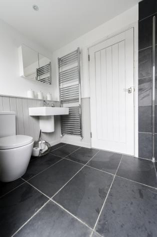 bathroom_with_slate_flagstones